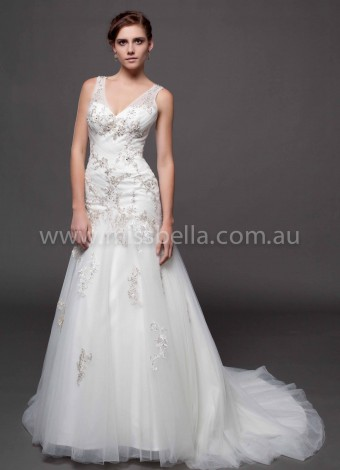 Cheapest Wedding Dresses in Melbourne where you will receive the best customer service at Miss Bella when choosing the gown of your dreams for your Wedding, Deb or Formal